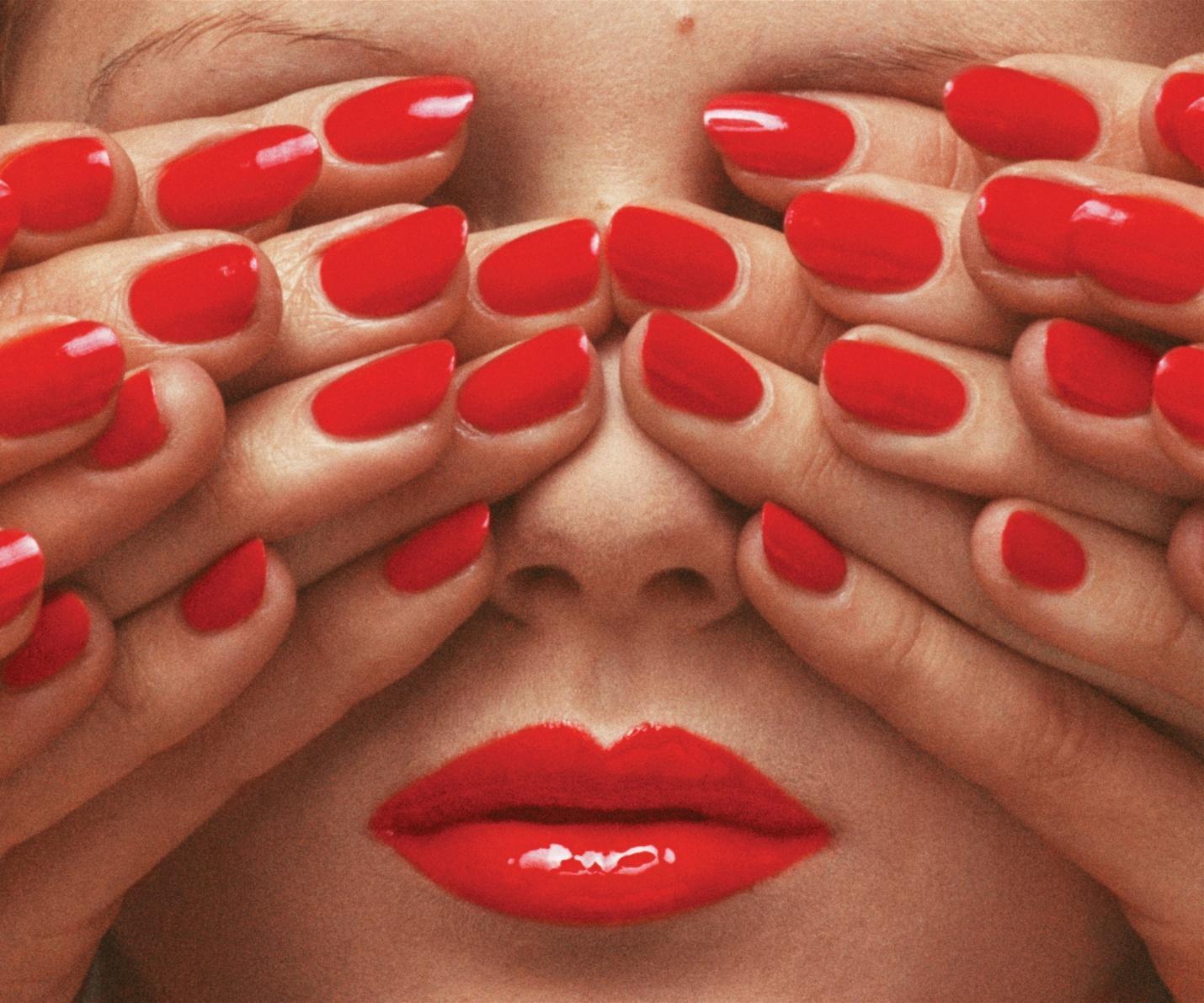 The biggest Guy Bourdin retrospective to date hits the UK this weekend: http://t.co/XU2bqE3CV9 http://t.co/BeH7DZj9Dw