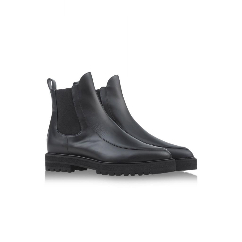 10 essential black boots to buy now and wear forever: http://t.co/rPpNjIIdY6 http://t.co/Cfdcr93yjO
