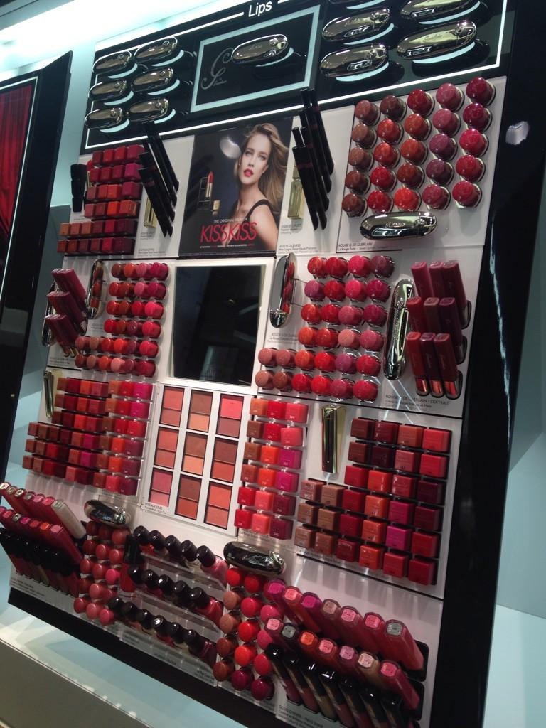 This is our kind of backdrop, here at @Guerlain on Bloor Street. 😍 http://t.co/jAeeo5yV08