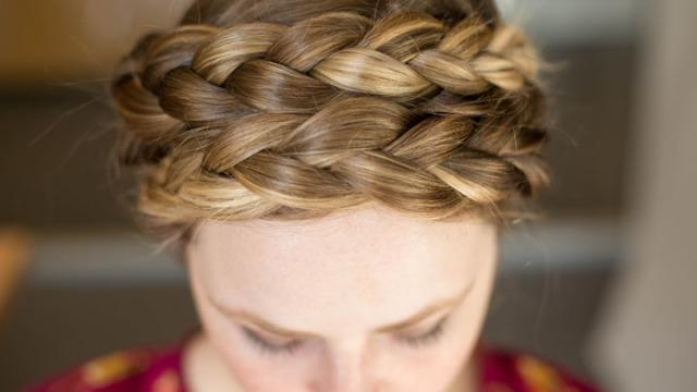 Oh nothing, just 24 hair hacks that will blow your FREAKING MIND: http://t.co/d8wtdgPKDV http://t.co/XfEdIev5JR