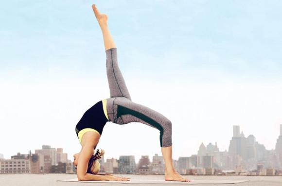 Fat-melting yoga moves you can do at home: http://t.co/gDXh3oFEn0 http://t.co/ci0VQWTDwC