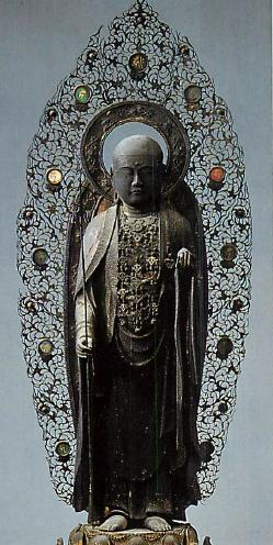 【滋賀・聖衆来迎寺/地蔵菩薩立像(1330年)】像高65cm。院藝作。元京都愛宕山にあったと言われている。足柄の朱書銘から元徳2年(1330年)に造られたと判明。挙身光背は当初のもので周縁部は銅製で蓮唐草文が透彫りされている。