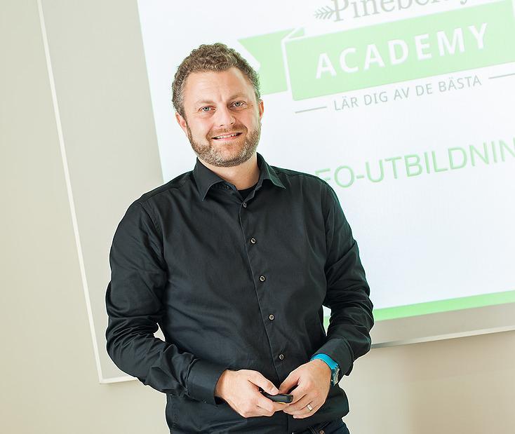 20 min SEO-Intervju med Michael Wahlgren, VD Pineberry om den Svenska sökbranschen http://t.co/KsYv7x788C #svSEO http://t.co/Nyx5NMuXQ9
