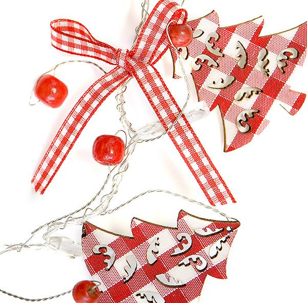 Follow + RT to #WIN 1of2 Light-up Trees Garlands. Competition closes 5pm 30 Nov. http://t.co/cDYqmgig4X