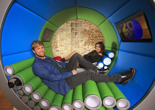 Me and @JodiAlbert try out the #ViewTube - 2 screens are definitely better than 1! @Pringles_UK #pringlesmovies #Spon http://t.co/tY9MdIuasu