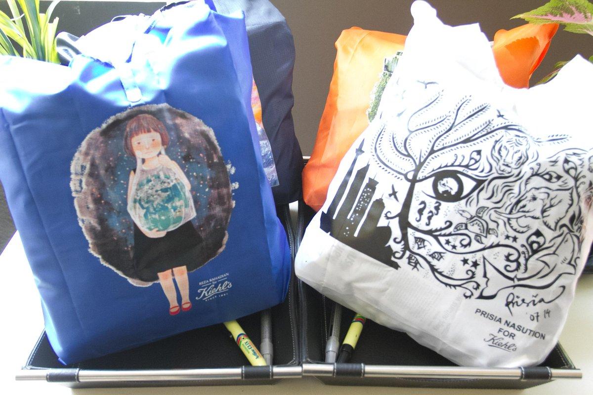 """Inilah folding bag dengan desain dari para selebritis untuk mendukung kampanye """"Kiehl's Say No To Plastic Bag"""". http://t.co/K6AYMOZZWs"""
