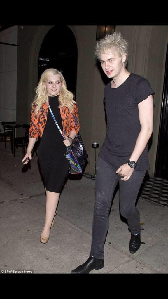 Abigail breslin dating michael clifford