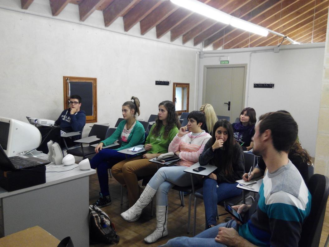 Alumnes i professors d' Esardi a Amposta seguint les conferències TED'X #tedxamp http://t.co/soq59ynVz8