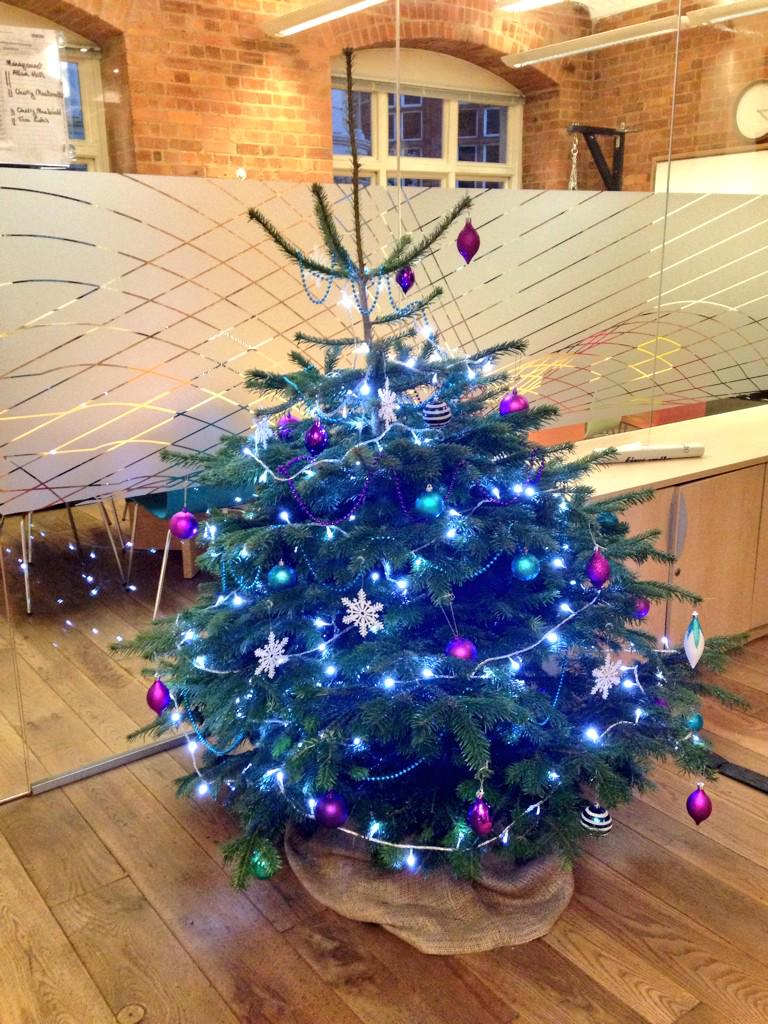 #Christmas has arrived in the 1000heads #London office! http://t.co/k54N7fWzt0