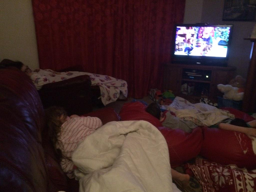 Lots of little sleepy heads determined to stay up #LateLateToyShow http://t.co/tTho3OZk9Y