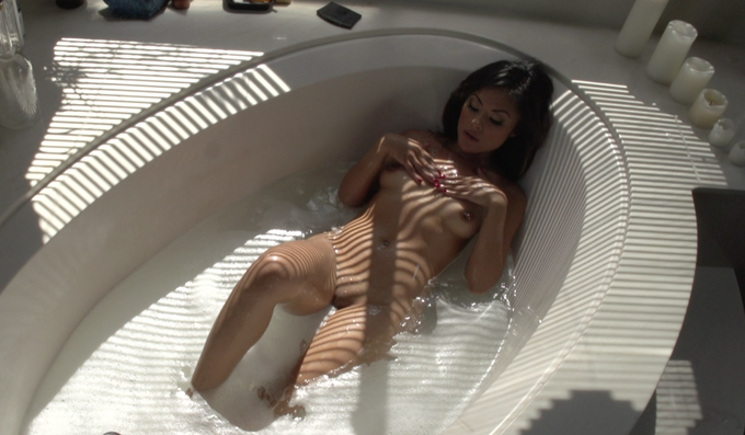 I luv big tubs and I cannot lie RT @RobBoddicker: @kaylani_lei BTS for @Brazzers http://t.co/AWcZbE0