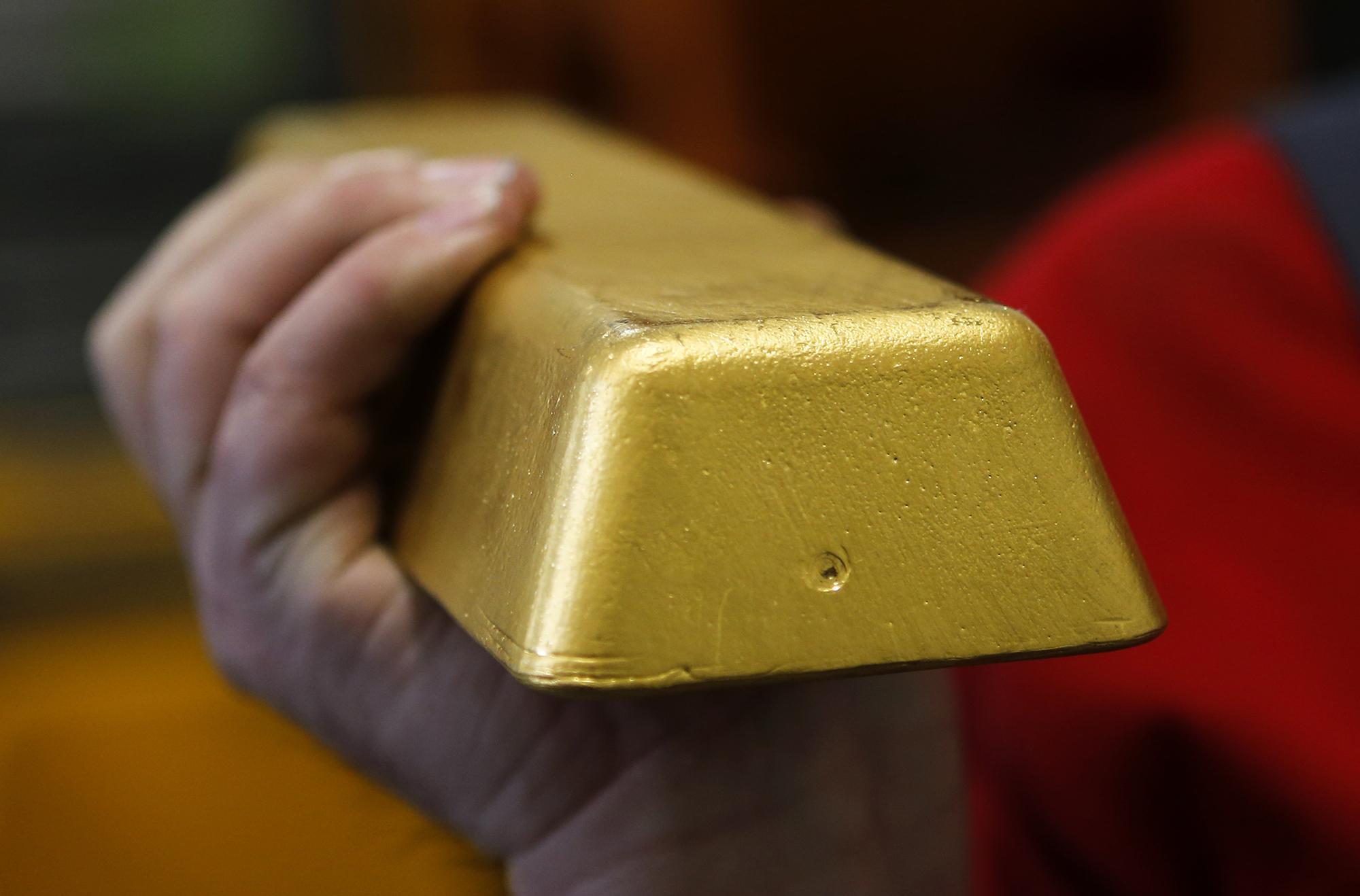 килограмм золота картинка девушка аппетитными сиськами