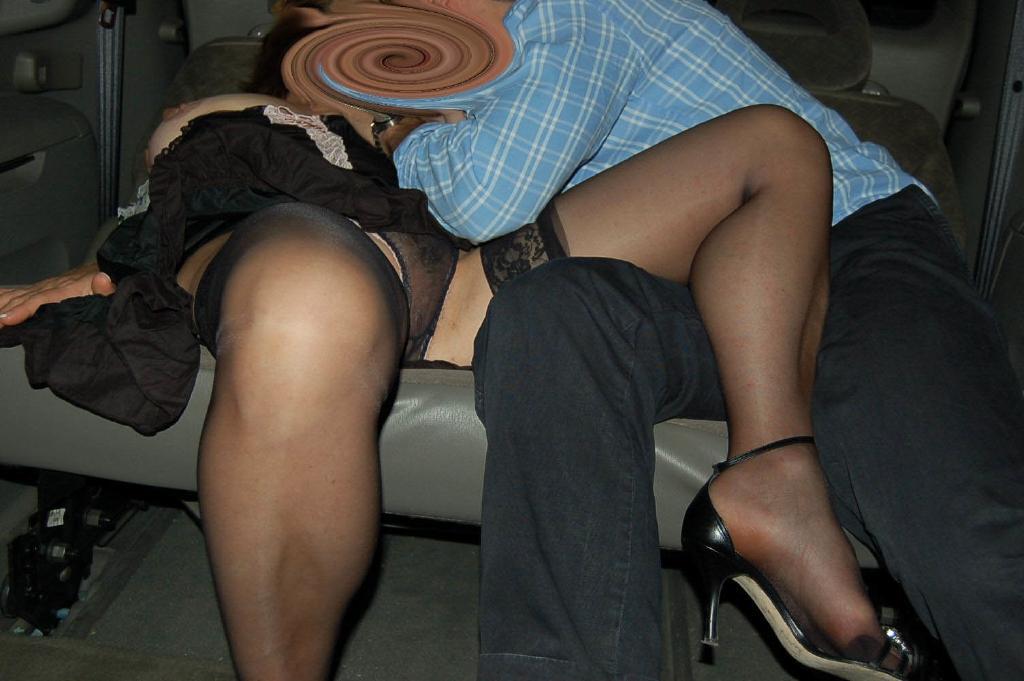 Amatoriale italia la troia di silvana si masturba la figa e culo 5
