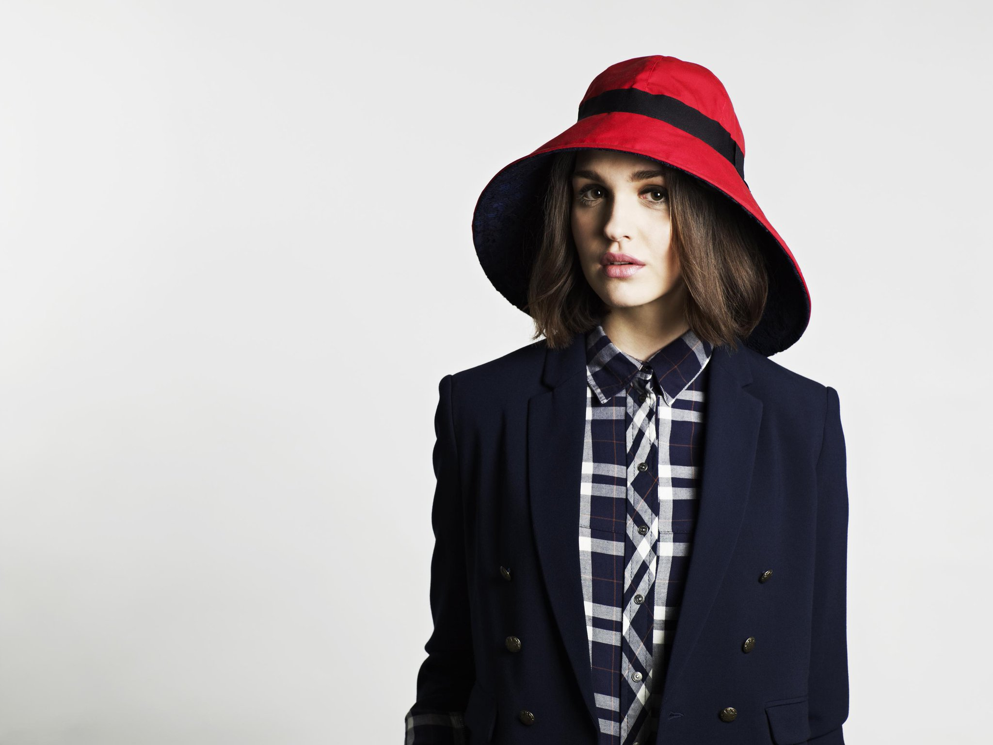 Want to rock a cuter, chicer version of #Paddington 's hat? Try this waterproof, reversible one from @stottandscott http://t.co/oL9GEQpMW2