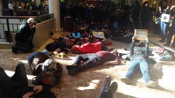Ferguson protesters close St. Louis shopping mall