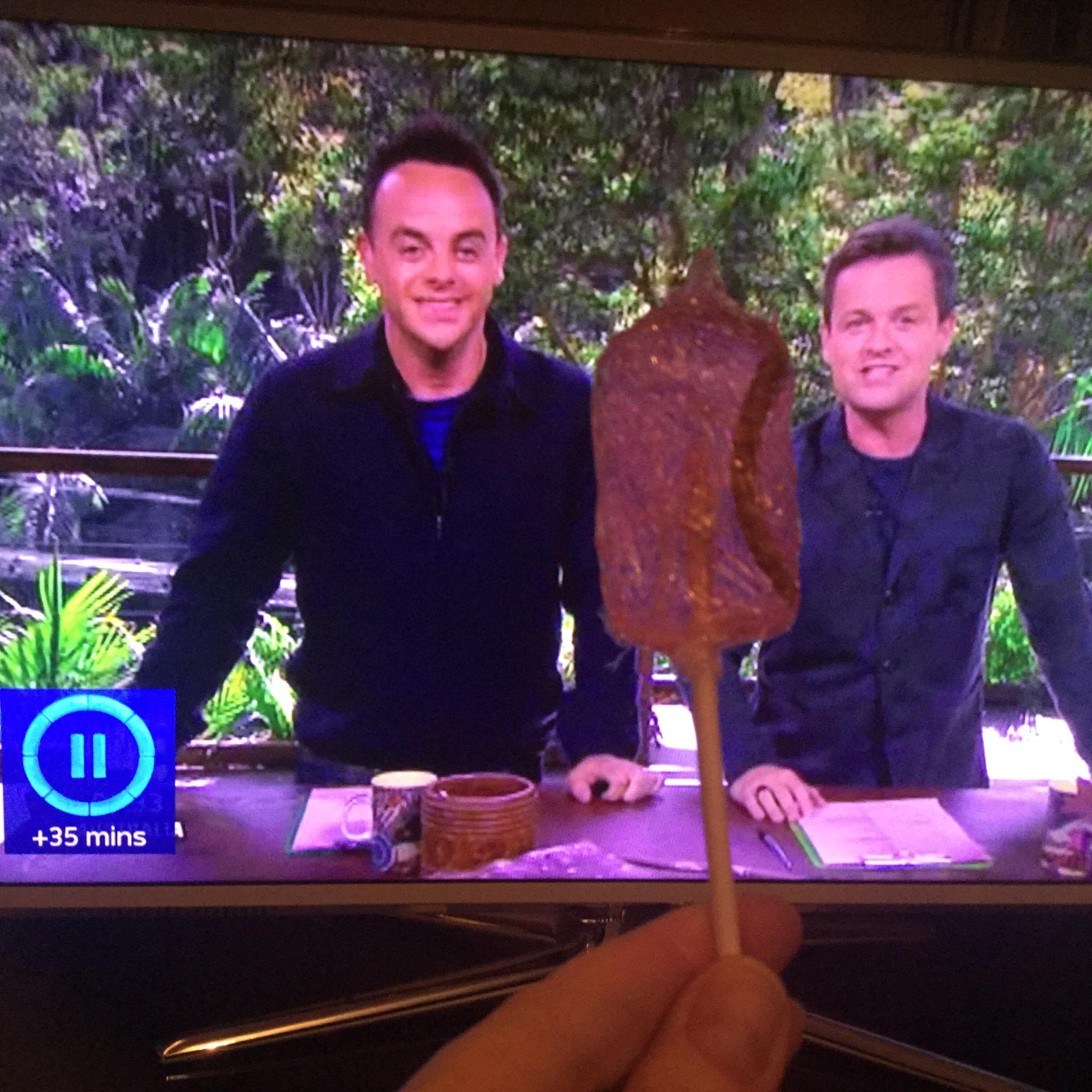 RT @BlondeMzungu: @antanddec If you're going to have #fridaynightsnacks whilst watching #ImACeleb then at least do it properly! http://t.co…
