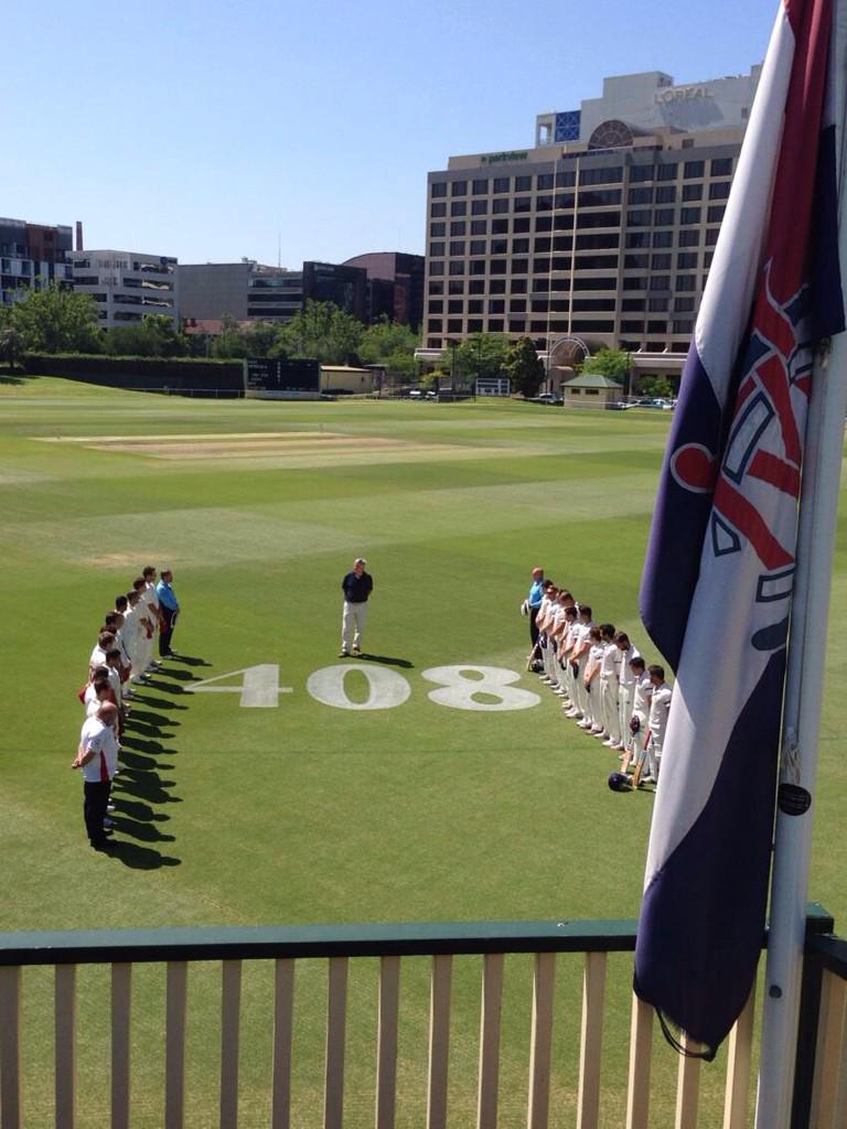 The @MelbCC and @CaseySthMelbCC teams pay their respects to Phillip Hughes before play. @vicpremcricket http://t.co/6pKMy64i81