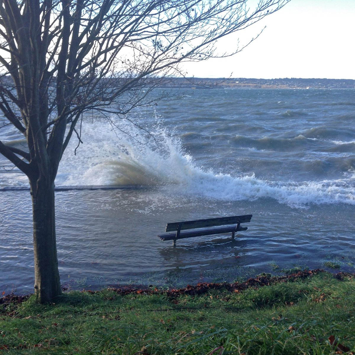 ...and one more for you. #waves #seawall #StanleyPark #EnglishBay #Vancouver http://t.co/qo0iYdLc93