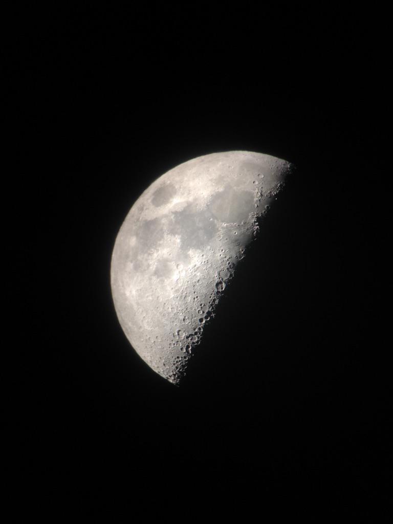 月面X撮れた\(^o^)/自分で撮れた\(^o^)/今日も月は美しい\(^o^)/ http://t.co/QjkaxyfYe0
