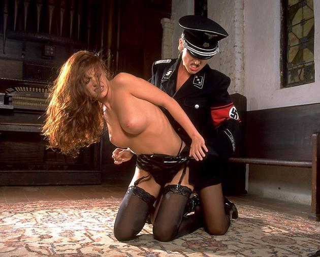 Дойки лесби в гестапо, пожилые трахаются порно онлайн