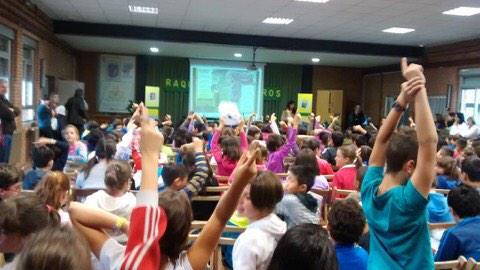 Fervor participativo ayer en el CEIP San José de Calasanz de La Bañeza. La #Poesía conquista a la infancia. http://t.co/B7FlIGzbRD