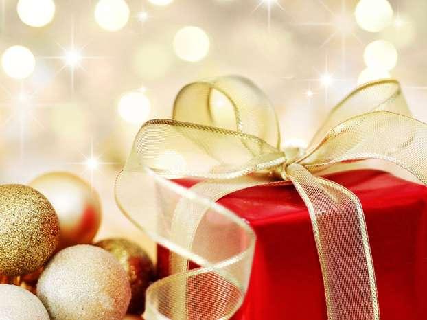 Regali di Natale: si comprano meno vestiti e addobbi