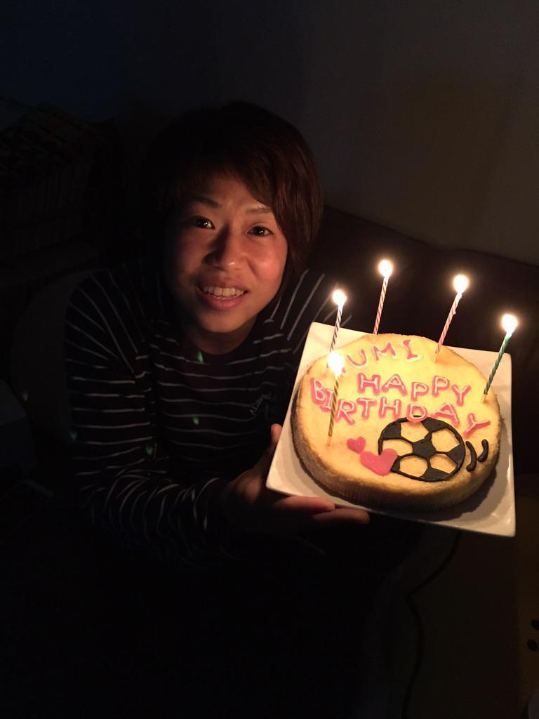 """私の女子力世間に広まれ〜!!(笑) 佑実明日おめでとう♡  """"@koyama_kie: ゆみさん♡ 明日、 はっぴーばーすでーヾ(*´∀`*)ノ 鮫ちゃん手作りケーキ♡ 女子力出してきよった。笑 http://t.co/0CGvNv9142"""""""