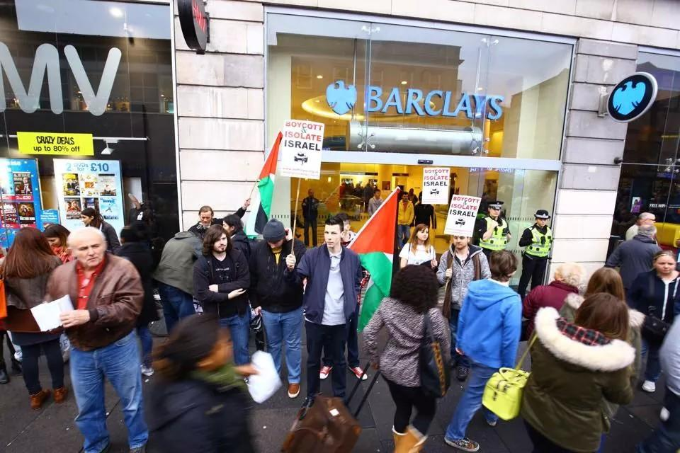 #StopArmingIsrael Barclays Glasgow @scottishpsc http://t.co/CKNDybjuDv