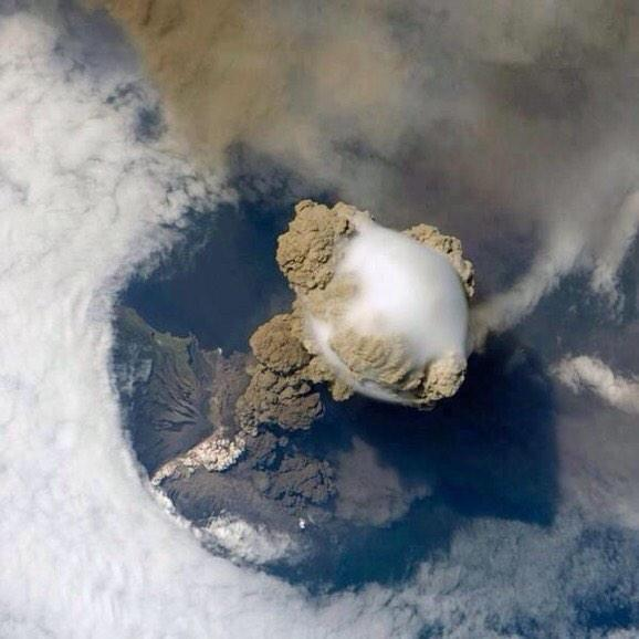 Very cool.   RT @ValaAfshar: A view of a volcano eruption from space http://t.co/GMsybOJQsc