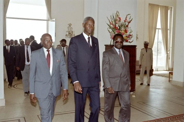 #SFDK2014 Images Archives #ADIOUF Le départ républicain en 2000 du Palais avec Wade comme successeur. http://t.co/wB6oA8KuqL