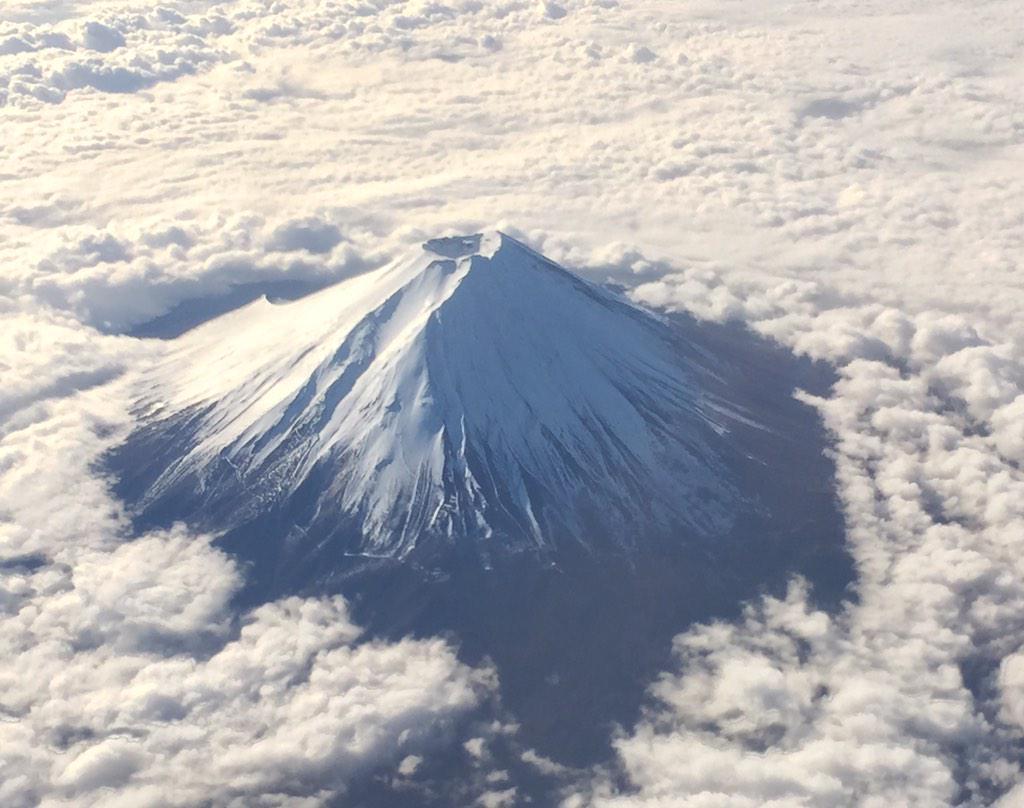 機上からの富士山が美しい。 http://t.co/dQgssfKwNU