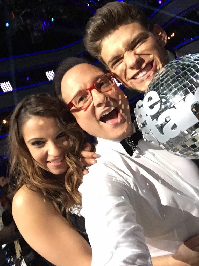 La voilà la photo avec nos gagnants @BensettiRayane et @Denitsa_DCS4 qu'on félicite encore !!! @DALS_TF1 #DALSFinale http://t.co/gIhqHjwoKE