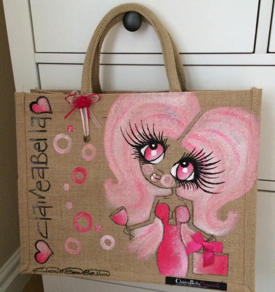 To win this bag... All you need to do is RT and follow @ClaireaBellaLtd #ClaireaBellaBags winner announced at 8:30pm http://t.co/fC7W5iDbQg