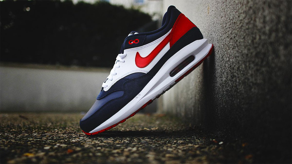 "aa42ba0e18 ""@sneakersaddict: Nike Air Max 1 Lunar iD #PSG http://snkr.it/psgid14 #AM1  pic.twitter.com/KXwzuuConf"""