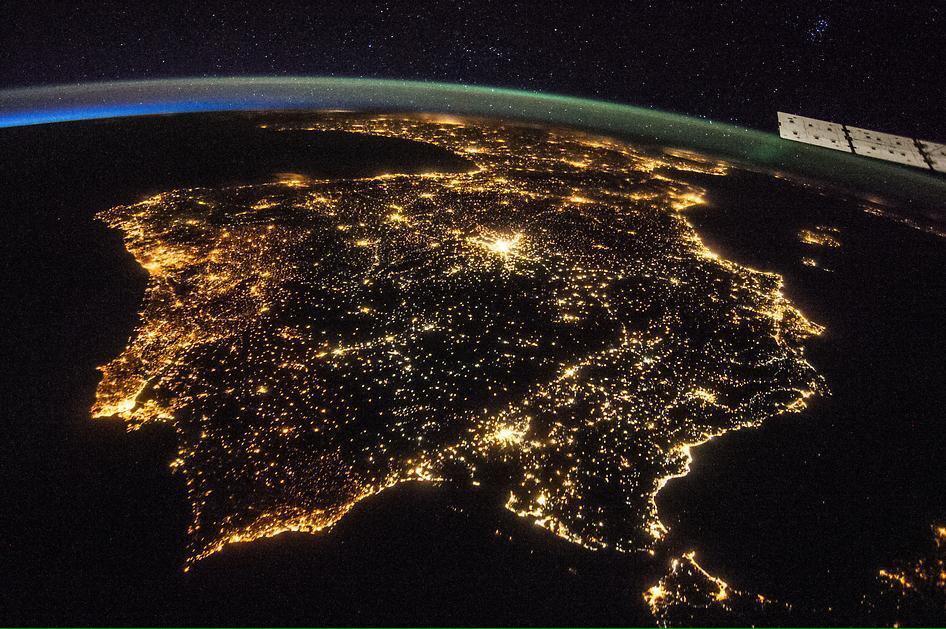 Buenas noches. Espectacular foto de @NASA. Feliz semana. Feliz diciembre. http://t.co/oEhmnZbJXz
