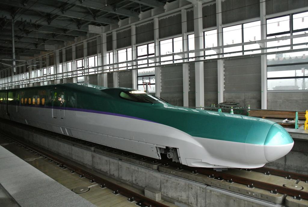 ただ今新函館北斗。北海道新幹線試運転初日。北海道の鉄道の新たな歴史の一ページが刻まれた瞬間です。 http://t.co/6DCmrnmAQE
