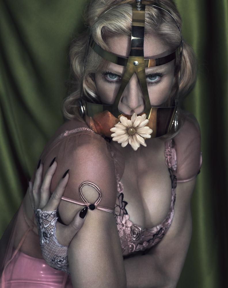 Madonna ousa no ensaio da Interview de dezembro