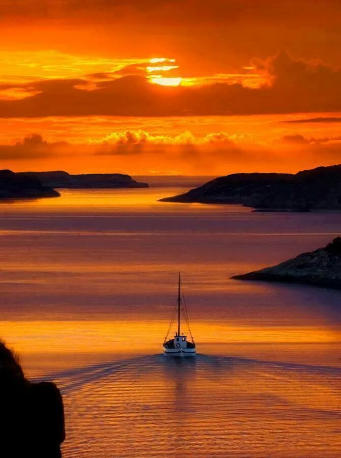 #photography @jackjnyc @StayAdventurous @fitnessbytomas RT @RosaTrunk: Sunset Santorini/Greece http://t.co/d7j1B3itpS