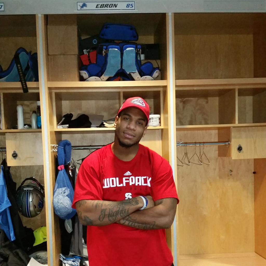 This is what happens when you lose to @packfootball.@Tarheelfootball how does @ericebron look in red and white?! http://t.co/W8xrRn6V59