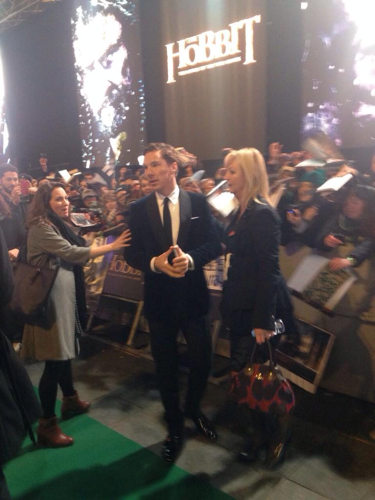 The brilliant Benedict Cumberbatch at The Hobbit premiere. http://t.co/ZFM6KTbfko