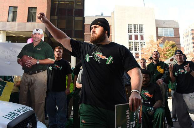 UAB seniors to Ray Watts: Fight for us or look us in the eye & tell us you don't believe in us http://t.co/h2723Ad0hs http://t.co/LpKTSmFr6h