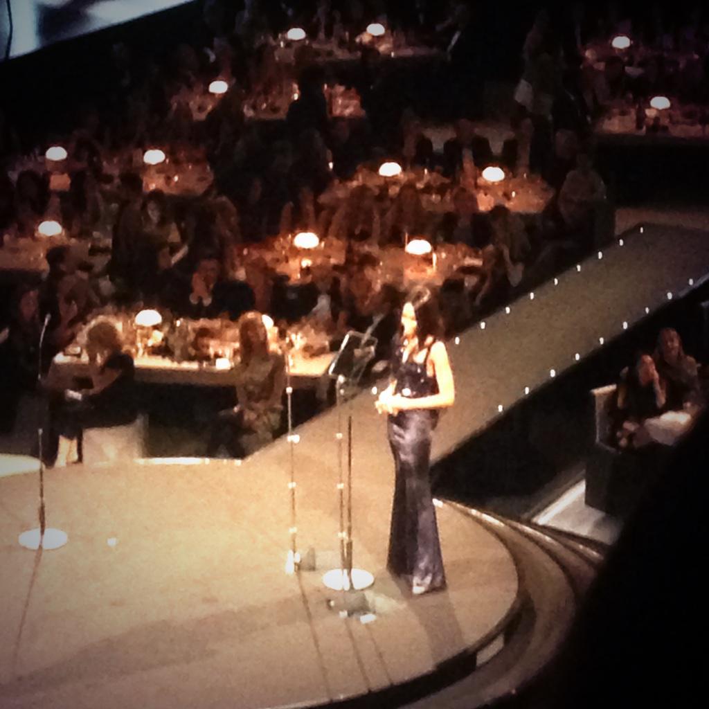 .@NaomiCampbell walks on stage to a @Beyonce soundtrack #BritishFashionAwards @BFC #BFA http://t.co/r6BPj0PdVU