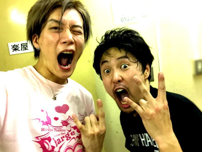 同じく名古屋で吉野裕行さんのライブでもギターを弾かせてもらいました。 今回初めてご一緒したのですが、とても熱い人で、吉野さんにつられて俺も叫びまくってました! そして興奮冷めやらぬうちに写真をパシャり(`・ω・´) http://t.co/oduYZh1iYq