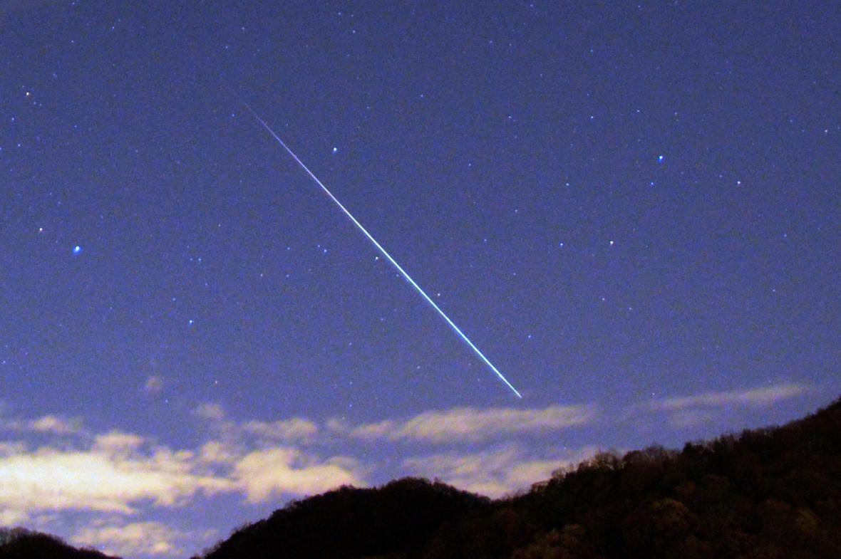 ふたご座流星群の火球(明るい流れ星)です(^o^)/ 12月14日23:08撮影 pic.twitter.com/yCSNYTuxGB