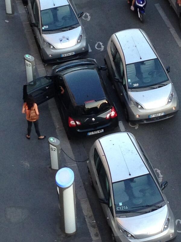 #SundayTip : ne jamais, jamais squatter une place de parking @autolibfr ! :-D http://t.co/z1hVZuu3xL