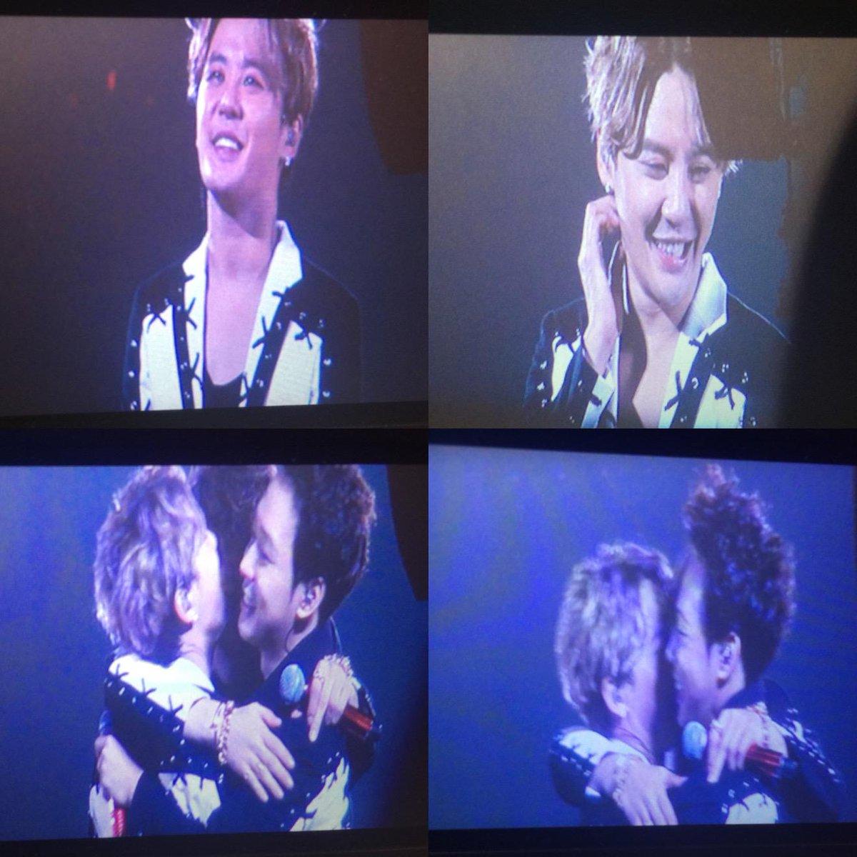 ファンたちジュンスに誕生日歌を歌う時、ジュンス幸せな顔^^ それともユス☆ http://t.co/6k4cz7E2PZ