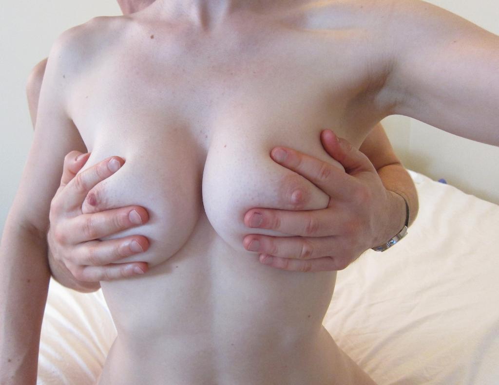 красивая голая женская грудь отборное фото