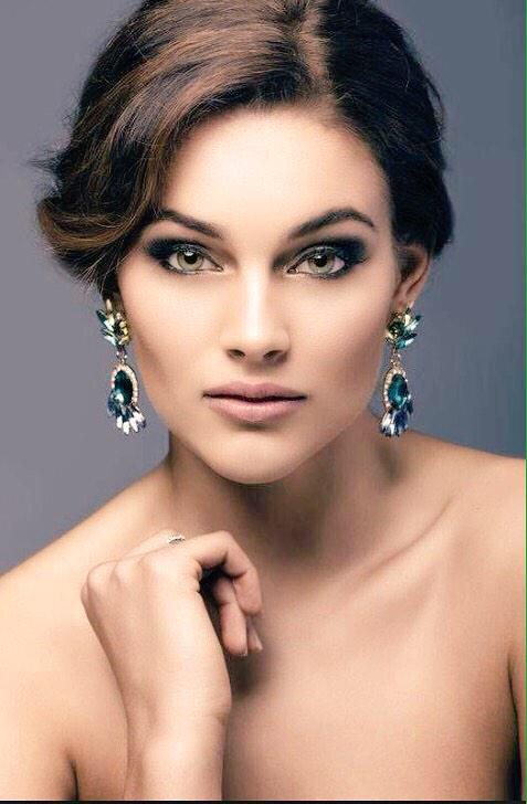 #MissWorld2014 Our very own @RoleneStrauss @Official_MissSA LEADS THE WORLD!!! South Africa is No1. http://t.co/wvMvmrCviD