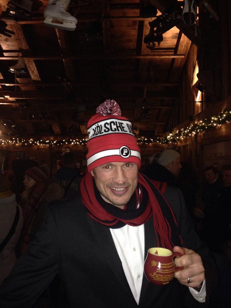 @Podolski10 #kölscheJung #weihnachtsmarkt http://t.co/draskJ8AQf