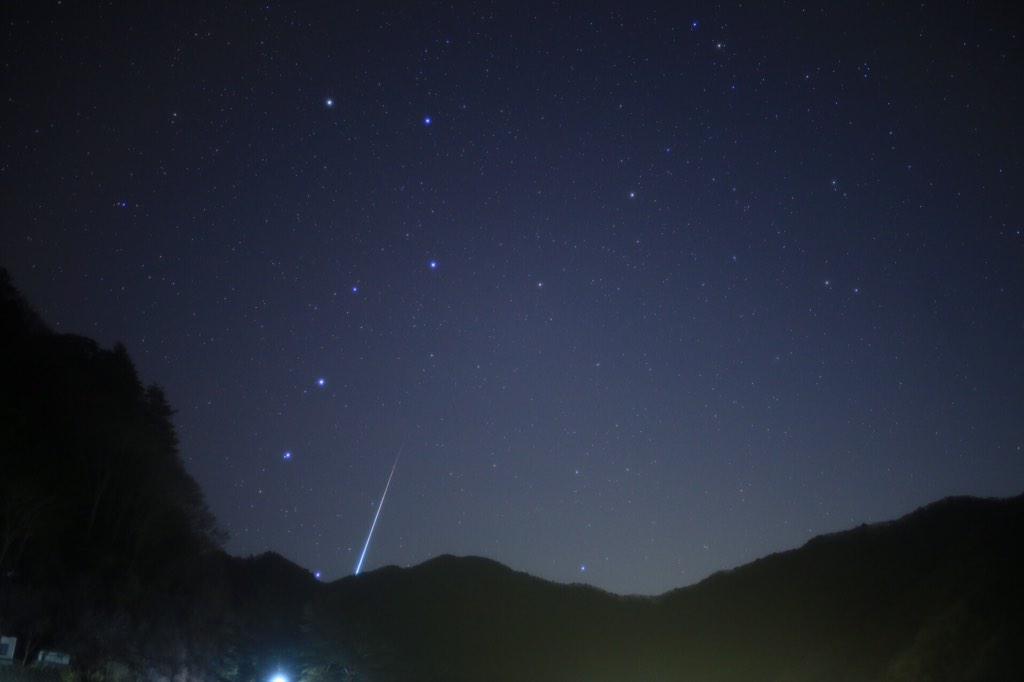 やっと降りてコーヒーで一息( ꒪⌓꒪)精進湖の北斗七星とパノラマ台からの山中湖雲海。#ふたご座流星群 pic.twitter.com/dGwjv0Hvk5